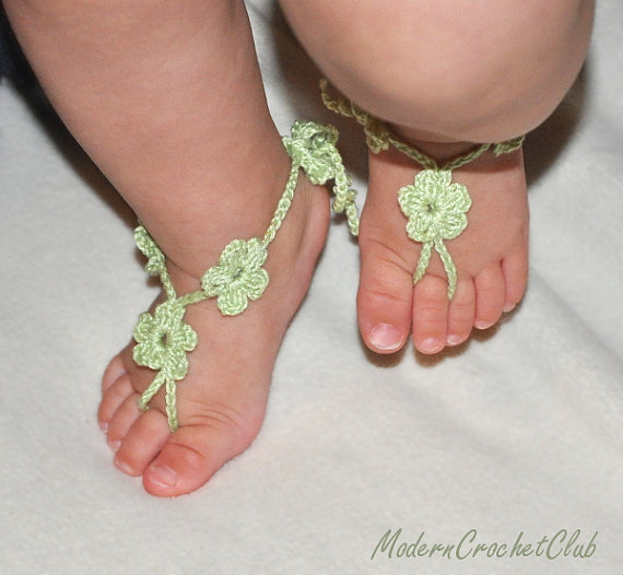 Свадьба - Crochet Baby Barefoot Sandals,LIGHT GREEN FLOWER girl sandals,children sandals,beach birthday accessory,flower girl shoe,wedding accessories