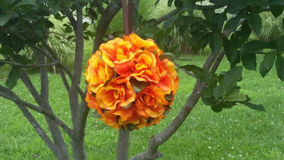 Mariage - Bridal Shower Decor,  Pomander Kissing Ball Orange Roses