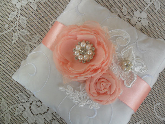 Свадьба - Peach Ring Bearer Pillow, Lace Ring Pillow, Wedding Accessory, YOUR CHOICE COLOR, Peach Wedding Pillow, Floral Ring Pillow, Bridal Pillow