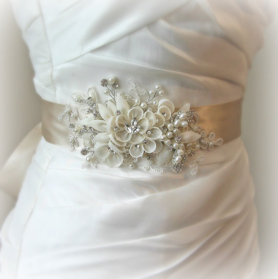 Mariage - Light Champagne Wedding Belt, Champagne Bridal Sash with Ivory Flowers, Pearls and Crystals - BELLE FLEUR