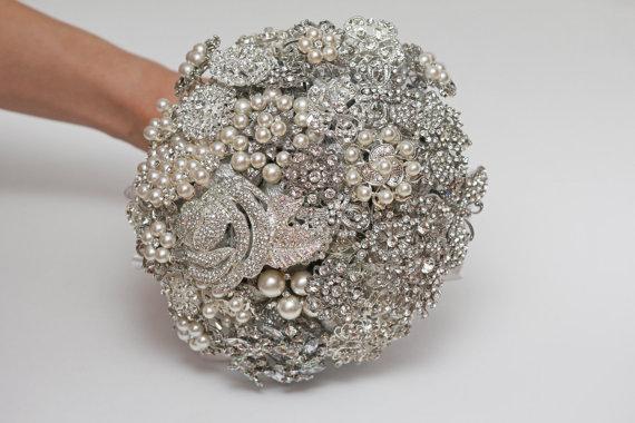 Hochzeit - brooch bouquet, bridal bouquet, wedding bouquet, bridesmaids bouquet, wedding brooch, white wedding, wedding brooch bouquet