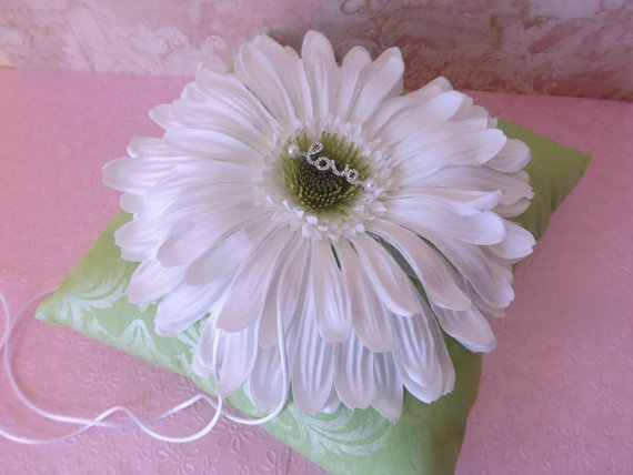 Mariage - Lime Green Damask Daisy Wedding Ring Pillow- Crystal Love Charm