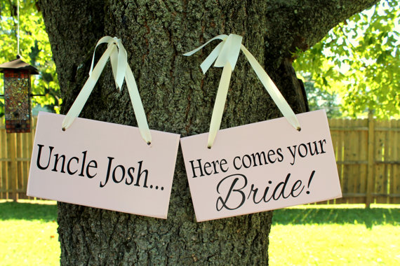 """Mariage - 6"""" x 10"""" Wooden Wedding Sign: 2pc Set Double sided - Uncle, here comes your bride & Mr. / Mrs."""