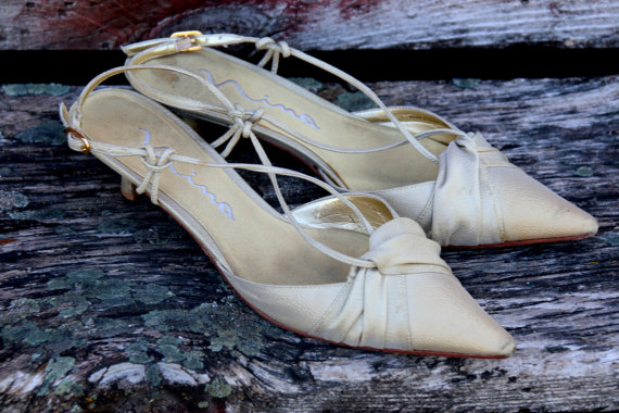 Hochzeit - Vintage Gold Wedding Shoes by Nina. Kitten Heel. Sparkly. Classic. Short Heel.Wedding Slipper. Slip Ons. Leather Strappy Shoes. Size 8. Sexy