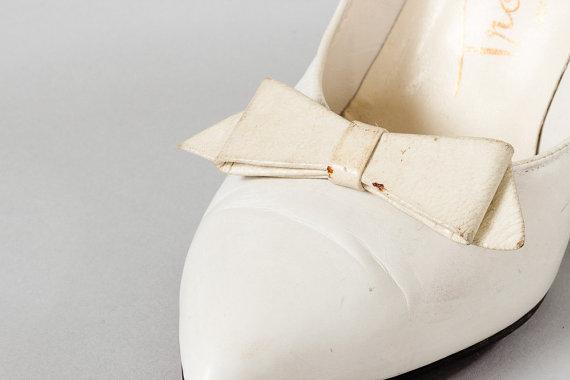 Wedding - Vintage White Bow Shoe Clips White Preppy Bows Retro VTG 1950s 1960s Mod Shoe Clips Wedding Shoes Instant Fashion Shoe Accessories