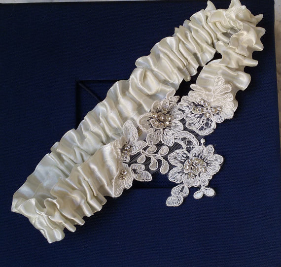 Hochzeit - Wedding leg garter, Wedding Garter , Ribbon Garter , Wedding Accessory, İvory Lace accessories, Bridal garter