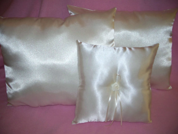 Свадьба - 2 White Satin Wedding Kneeling Pillows & Ring Bearer Pillow