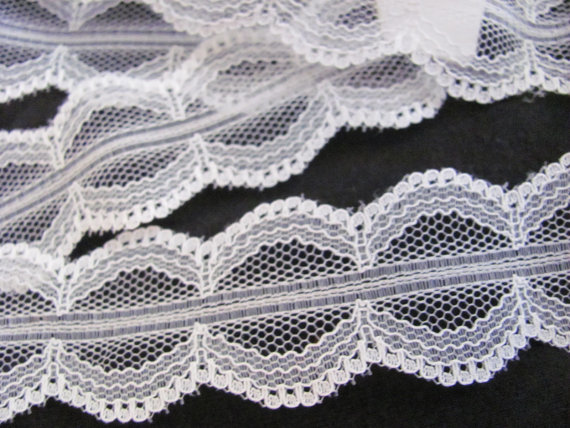 "Wedding - Vintage White Scallop Lace Sewing Trim - 1"" Inch Wide  - 2 Yards Total"