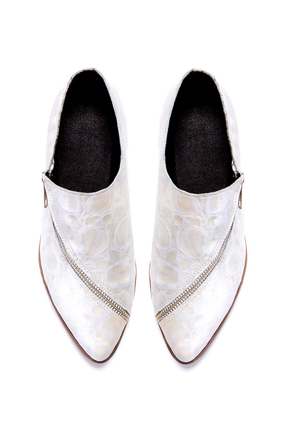 Свадьба - White Flat shoes - White oxford shoes - Last sizes FREE SHIPPING - Handmade by ImeldaShoes