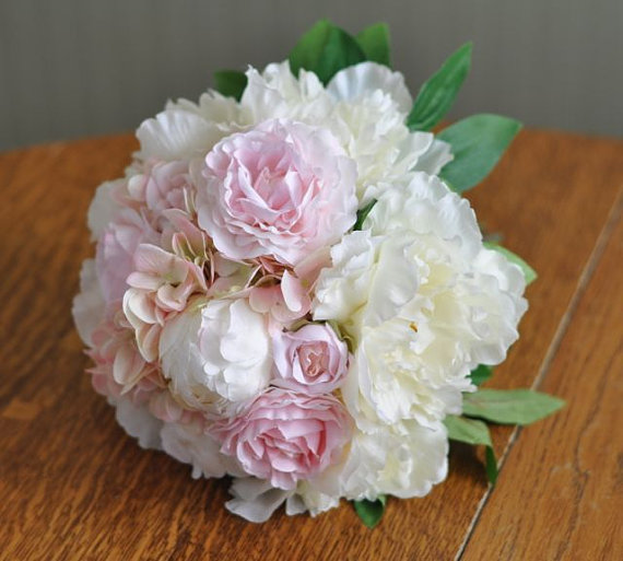 Mariage - Silk Wedding Bouquet, Wedding Bouquet, Keepsake Bouquet, Bridal Bouquet Blush pink and ivory peony wedding bouquet.