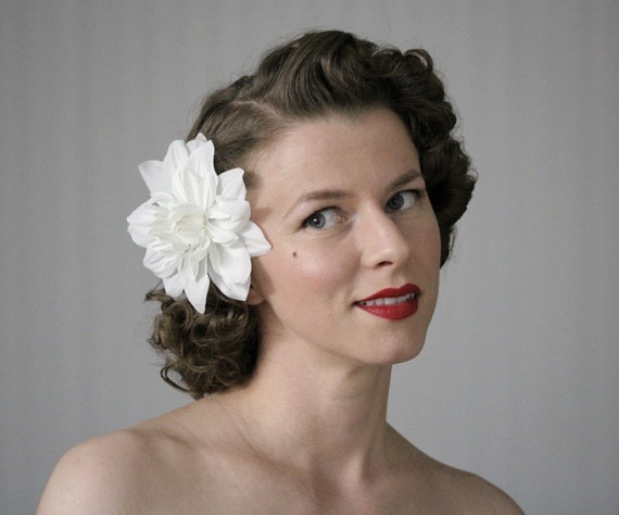 """Mariage - White Hair Flower, Floral Fascinator, Vintage Headpiece, 1950s Wedding, Bridal Hair Clip Accessory - """"Kissing in the Clouds"""""""