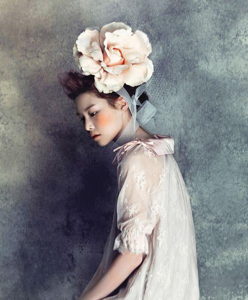 Mariage - { Fleurs In Her Hair }