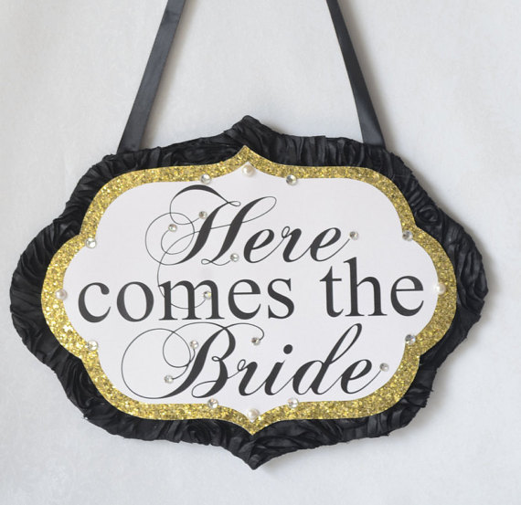 Mariage - Black and Gold- Here Comes the Bride sign_ Custom sign made to order_ glitter sign, ring bearer sign, bridal party sign, ceremony sign