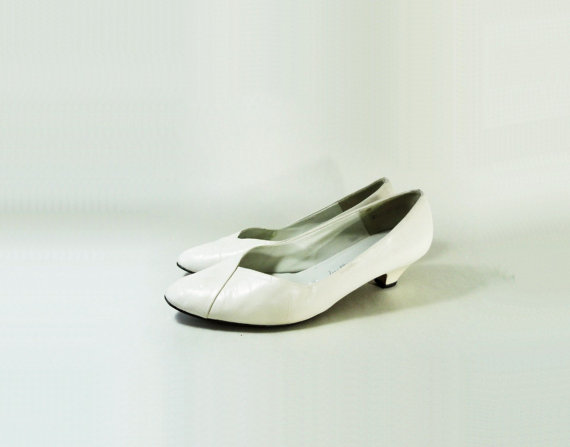 زفاف - 80s White Pump, Vintage Low Heel, Size 8, White Low Heel, White Leather Pump, 1980s White Shoes, White Dress Shoe, Wedding Shoes, Size 8