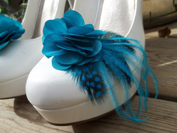 Свадьба - Bridal Shoe Clips - Teal satin flower shoe clips, Feathered Shoe Clips, Wedding Shoe Clips