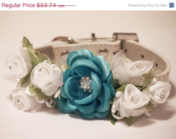 Свадьба - Whit Blue Wedding Dog Collar. Blue White Floral with Rhinestones -High Quality Whitw Leather Collar,  Wedding Dog Accessory