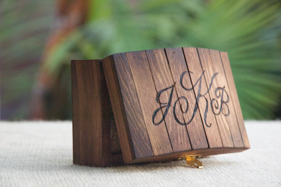 Mariage - Personalized Rustic Ring Bearer Box - Stained - Burned/Engraved - Monogram - Ring Bearer Pillow Alternative/Keepsake - Country Chic/Woodland