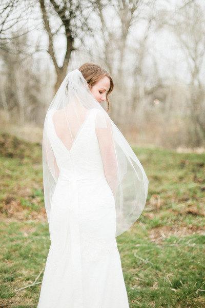 Wedding - Fingertip length Wedding Bridal Veil light Ivory, Wedding veil bridal Veil Fingertip length veil bridal veil cut edge veil