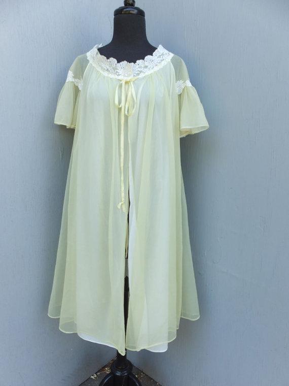 Свадьба - Vintage Artemis Robe / Sheer Yellow Chiffon and Nylon Robe w/sheer Sleeves, White Lace /