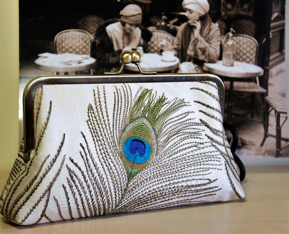 Свадьба - EllenVintage Peacock Embroidered Silk Clutch in Ivory (choose your color), Wedding clutch, Bridal clutch, Bridesmaid clutch, Evening bag