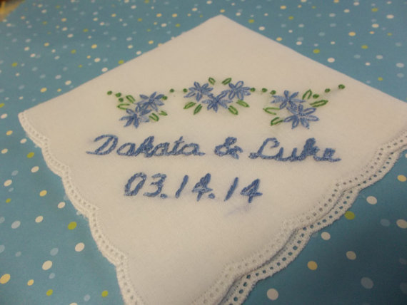 Mariage - Personalized something blue wedding handkerchief, hand embroidered, picot edged hanky, bouquet wrap, wedding colors welcome