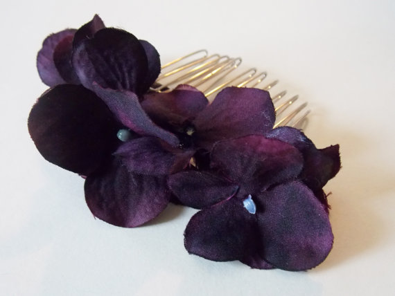 Свадьба - Plum Hair Accessory Deep Purple Hair Comb Dark Purple Bridesmaids Plum Hair Comb Purple Hair Comb Plum Flower Eggplant Flower Hair Comb