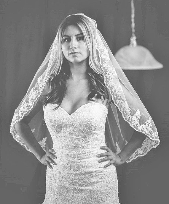 Mariage - beautiful high quality bridal veil. color ivory