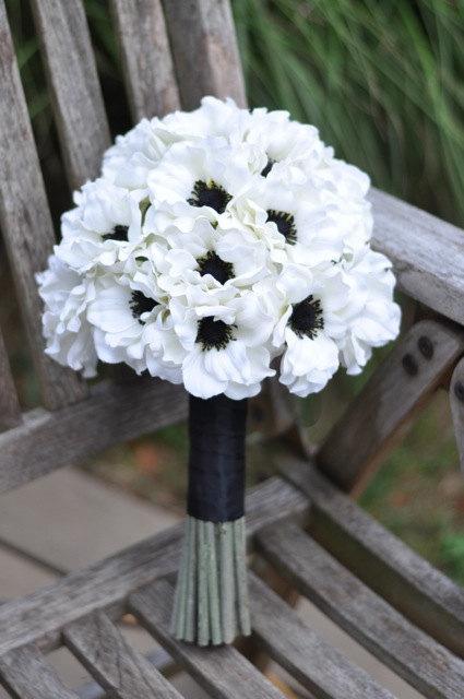 Mariage - Silk Wedding Bouquet, Wedding Bouquet, Keepsake Bouquet, Bridal Bouquet Bridal white anemone wedding silk flower bouquet.