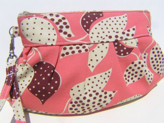 Mariage - ON SALE Janbag wristlet bridesmaid wedding pink clutch gift for her - County fair - dotted leaves