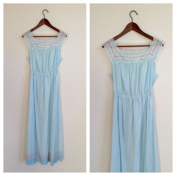 Mariage - 1950's blue lace floral maxi nightgown (M)