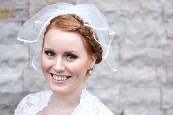 Mariage - Wedding veil, bridal veil, mini veil, two tier satin edge veil in ivory, 5mm ivory satin binding, bridal tulle