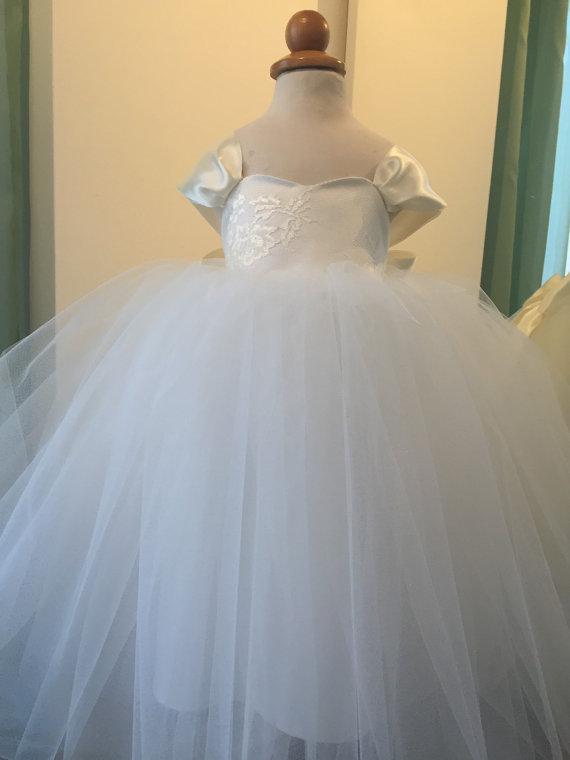 Mariage - Flower Girl Dress... First Communion Dress... Tulle Dress..