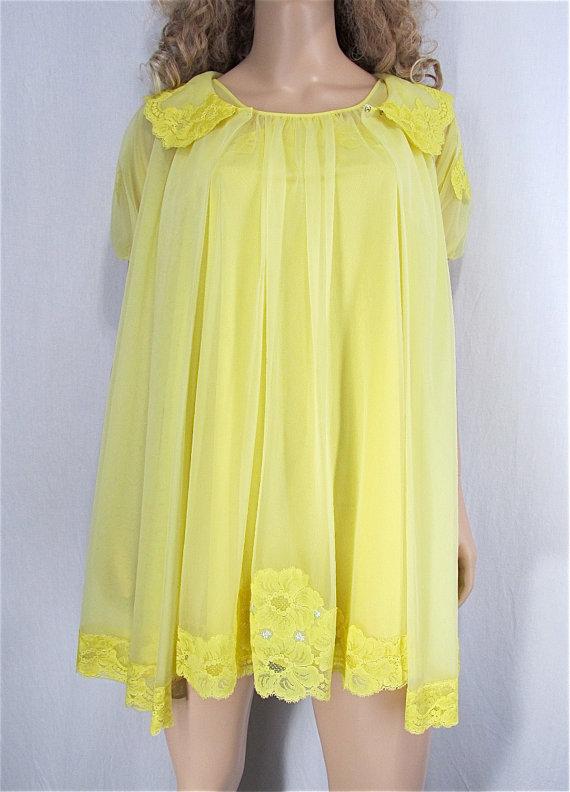 Свадьба - Vintage Peignoir Nightgown Set XS Petite Hand Dyed Sunny Yellow Vintage Lingerie Upcycled Vintage Nightgown Robe Bridal Lingerie Pin Up