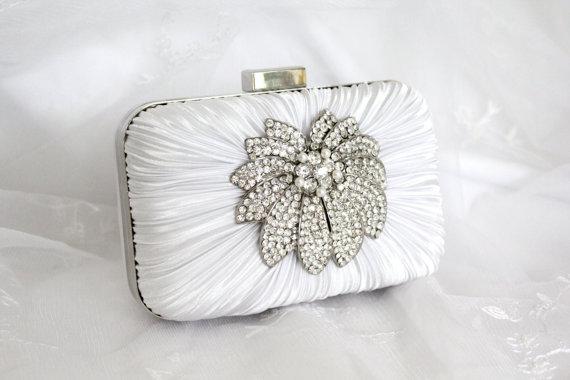 Свадьба - White Bridal Clutch, Wedding Minaudiere, Satin Bridal Clutch with Crystal Rhinestone Brooch with Pearls
