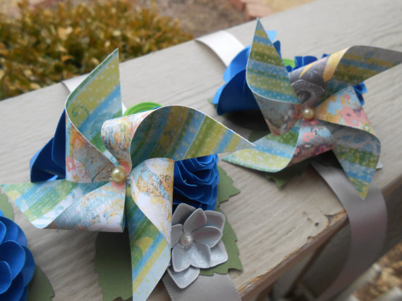 Mariage - Pinwheel Custom Corsage. CHOOSE YOUR COLORS. Wrist or Pin-On. Weddings, Prom, Homecoming, Etc.