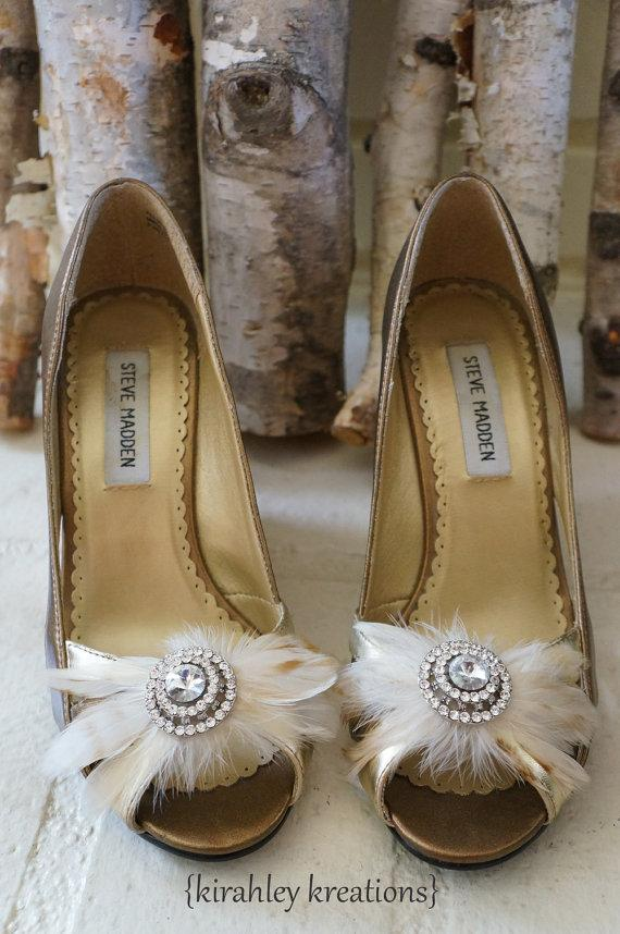 Свадьба - STARLA -- Romantic Bridal Feather & Rhinestone Wedding Keepsake Shoe Clips in Creamy Ivory, Plus Any Color Available for the Bridesmaids