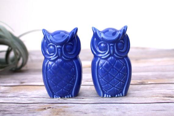 زفاف - Owl Figurines, Handmade Owl Cake Toppers in Indigo Blue.  Handmade owls, great wedding cake toppers, vintage design owls.  In stock now!