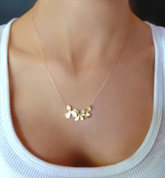 Свадьба - Orchid Flower Necklace - Dainty Triple Orchid Necklace - Gold or Silver Bridesmaid Wedding Jewelry - Simple Elegant Mother Sister Wife Gift