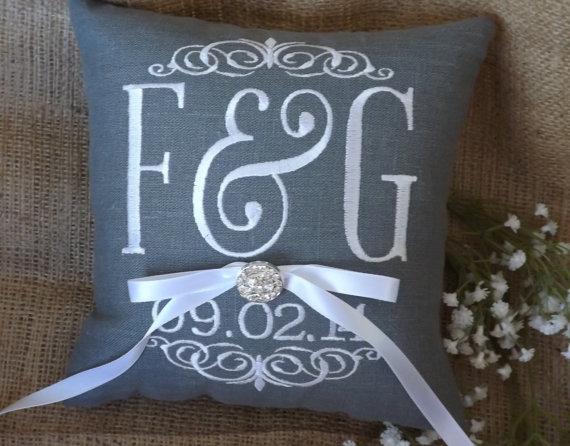 Mariage - Ring Bearer Pillow, ring bearer pillows, wedding pillow, ring pillow, Mr. & Mrs., custom, personalized, monogram, embroidered