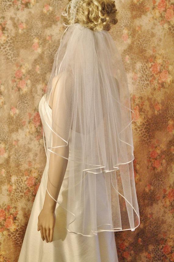 Mariage - ON SALE, FINGERTIP Veil,  waltz veil length 2 tier Ribbon Edge, Satin Edge
