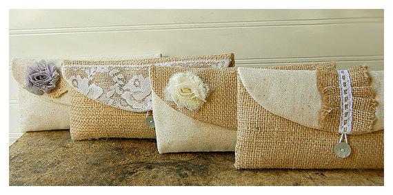 Свадьба - Burlap lace Rustic Linen Bridesmaid Clutches, Customizable Clutches, Bridesmaid Gift Ideas, Bridesmaid Gift Idea, Wedding Clutches- Set of 5