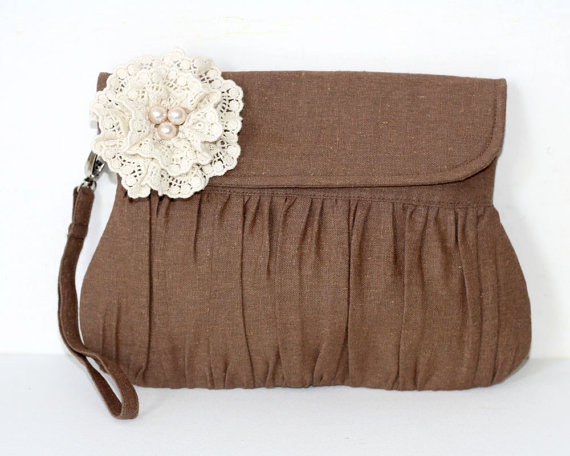 Свадьба - Brown Rustic Wedding Clutch, linen and lace and pearl flower, bridal clutch, bridesmaid clutch