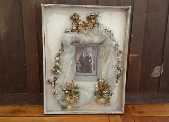 Mariage - Antique Framed Bridal Veil With Picture Of Bride And Groom Wedding Keepsake