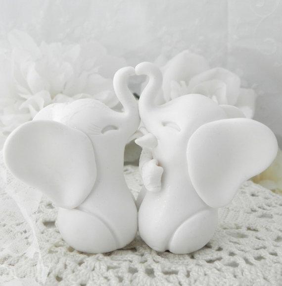 Свадьба - Wedding Cake Topper, White Elephants, Bride and Groom Keepsake, Fully Custom