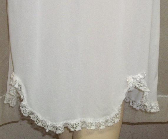 Свадьба - Vintage White Youth Girls Nylon Half Slip 10-12 Medium