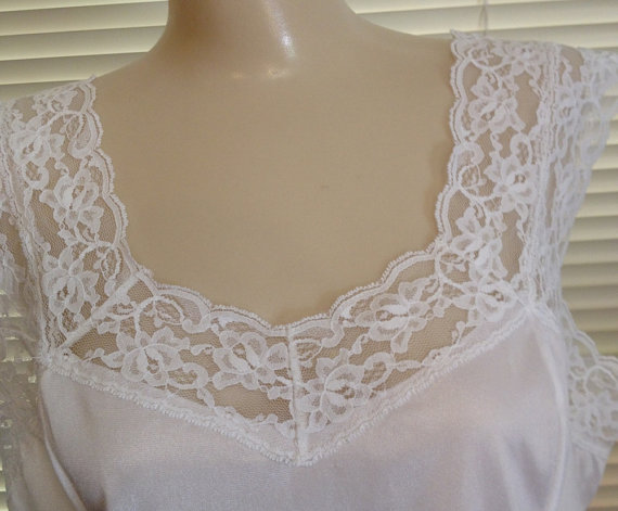 Свадьба - Vintage 70's Cami Camisole, White Nylon and Lotsa Lace by Le Voy's, L, NWOT