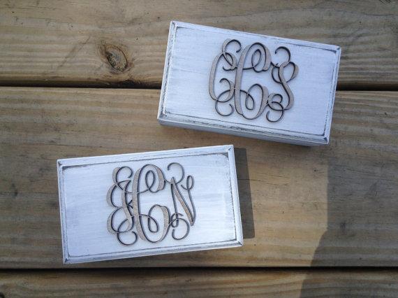 زفاف - SET OF 2 - Distressed & Engraved Ring Boxes - Custom Monogram - Ring Box for Ring Bearer or Gift Box Rustic Wedding
