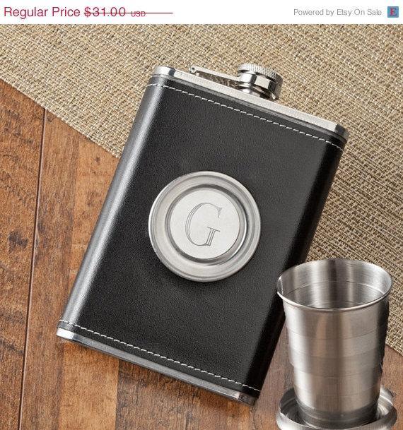 Свадьба - 8 oz. Leather Flask with Folding Shot Glass - Groomsmen Flask  (1136)