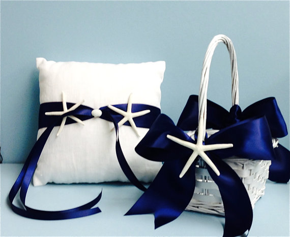 Mariage - Beach Wedding White Linen Ring Bearer Pillow & Basket wwith Starfish - 7 Ribbon Choices