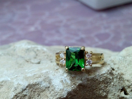 Свадьба - SALE! Emerald ring,rectangular ring,gold rectangle ring,prong ring,gemstone ring,crystals ring,engagement ring
